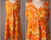 Sunshine of Your Love. 1960s Floral Print Dress. Size L / XL.