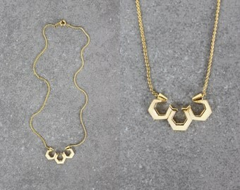 vintage geometric necklace / hexagon necklace / 1970s ART MODE necklace / delicate cream and gold necklace / honeycomb necklace