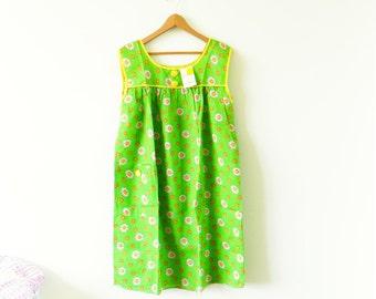 Bright Vintage Daisy Dress with Original Tags / Mod Retro Housecoat / Floral Shift Dress / Vintage Bright Daisy Muumuu