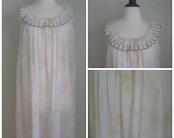 Vintage swing nightie// floral print// scalloped neckline// Green// Babydoll