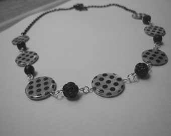 UNIQUE black and white necklace