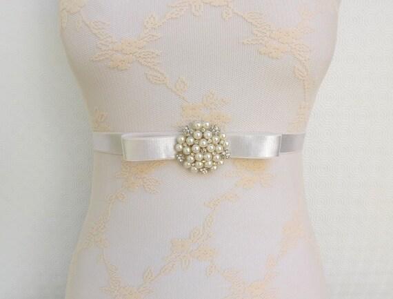 Ivory Elastic Waist Belt. Bow Belt. Ivory pearls and rhinestone center piece. Bridal Ivory Wedding Belt.