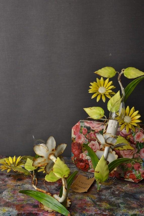 Beautiful tole flower sconce set (1406275)