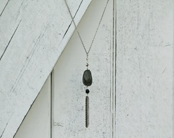 Grey Ox-Eye long Necklace - Genuine iridescent grey Swarovski cristals - Black round glass bead - Silver plated copper and silvery elements