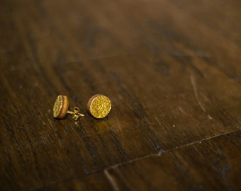 Gold/silver/green round earrings