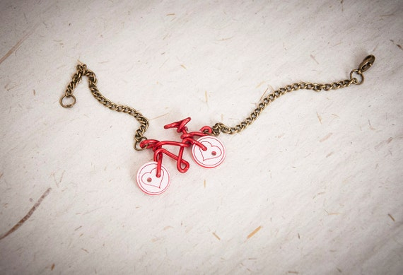 armband mit rad aus draht br niert kettenarmband mit roten. Black Bedroom Furniture Sets. Home Design Ideas