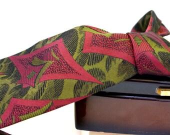 Italian Arnaldo Bassini silk necktie. Gorgeous woven in magenta, olive & black abstract design