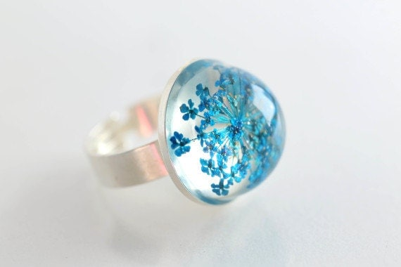 Pressed flower ring , Blue Queen Anne's Lace Flower, bridal jewelry, resin, spring necklace, botanical