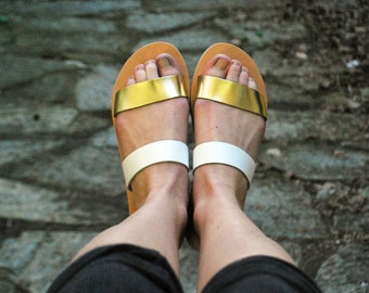 Slides - Womens flat summer sandals