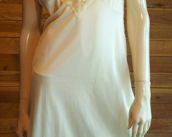 Vintage Lingerie 1970s SLIPERFECTION Cream Size 34 Full Slip ~ Has Tags