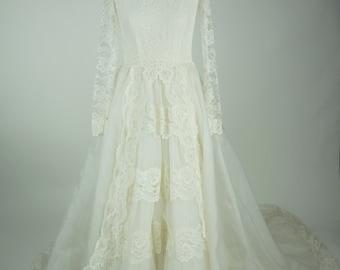 Vintage 1960s Bridal Originals Ivory Wedding Gown Size 13 / S