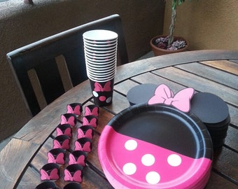 12 Minnie Mouse polka dots cups (Minnie Mouse cups)