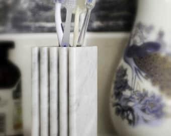 """Toothbrush holder """"Bernini"""" in veritable white Carrara marble."""