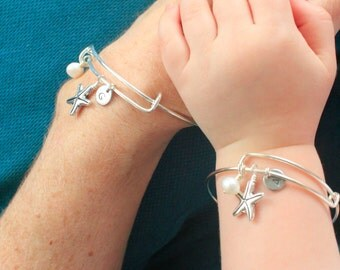 Mommy and Me Bracelets, Beach, Vacation,Summer mother daughter Bangle set,Stamped initial bracelet,Starfish,holiday,flower girl,adjustable