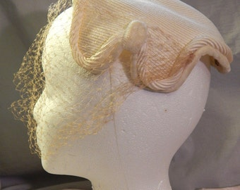 Vintage White Straw Ladies' Hat with Veil