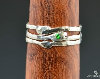 Freeform Emerald Ring, May Birthstone Ring, Stackable Ring, Mother's Ring, May Birthstone, Thin Silver Ring, Stack Ring, Emerald Ring, Alari