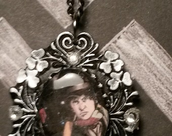 Doctor Who 4th doctor Tom Baker Cameo Necklace