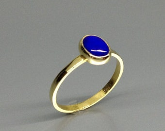 Classic Lapis Lazuli ring with 18K gold - gift idea - solitaire gemstone ring for engagement or anniversary - solid gold - AAA Grade stone