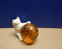 """Vintage Avon CAT with YARN BALL Decanter Sonnet Cologne Full Bottle 1.5 Fl. Oz. Not Dated Approx. 3 1/2"""" x 3 1/4"""" Not in Box"""