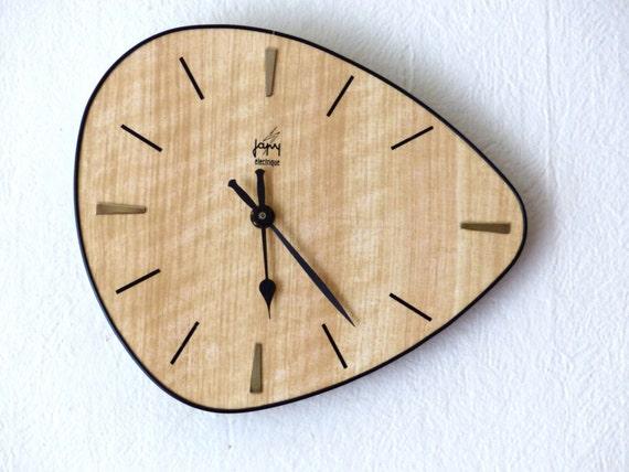 vendu horloge mural vintage formica forme libre mid. Black Bedroom Furniture Sets. Home Design Ideas