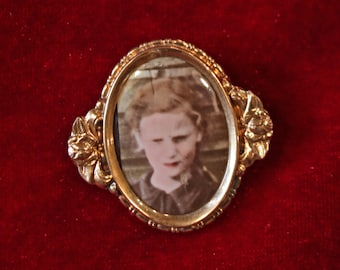 BROCHE with photography - 1940's