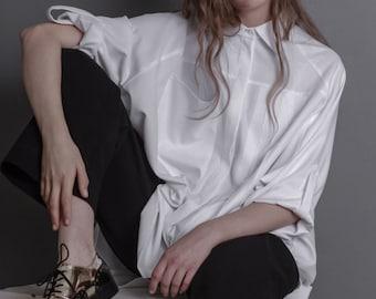 White blouse with secret on the back / long sleeves / multisize / oversize / hole on the back / modern