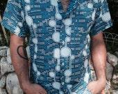 Vintage 1970s Crazy Cool Circular Digital Blue Patterned Men's Short Sleeve Button Down Shirt