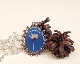 Pressed flower resin jewelry, blue necklace, nature jewelry, real flower necklace, real flower jewelry, unique necklace, missmayoshop