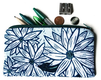 Illustrated pencil case - White and green flowers