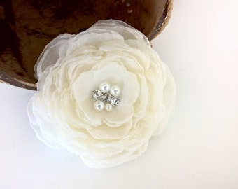 White/Ivory Large Wedding Flower Hair Clip, Bridal Hairpiece with Pearl Rhinestone, Bridal Flower Headpiece Wedding Hair Accessories