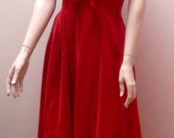 Perfect 1950s red velvet party dress