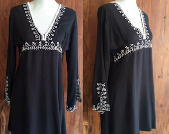 Vintage Womens Black Dress/Cover up With White embroidery Size Medium