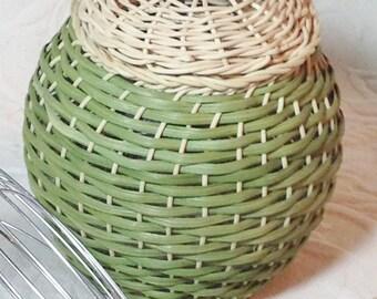 Small poutpourri handwoven basket