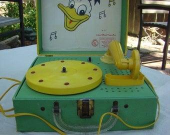 Vintage Donald Duck Electric Phonograph Record Player Walt Disney Model #14D