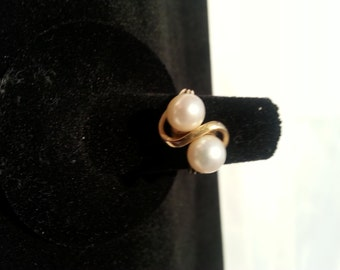 Yellow Gold Ring - Set with 2 Cultured Pearls