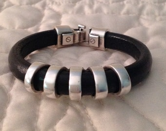 Black Regaliz Licorice Leather Women's Bracelet