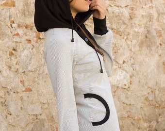 SWEETSHIRT/Hoodie with low necklines and convertible collar hood and coat, crossed at the neckline, buttoned with four hooks on the side.
