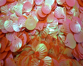 60 20mm Seashell Sequins - Iridescent Orange