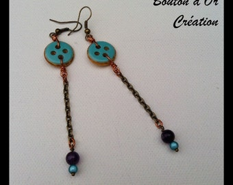 Dangling earrings in bronze and buttons.