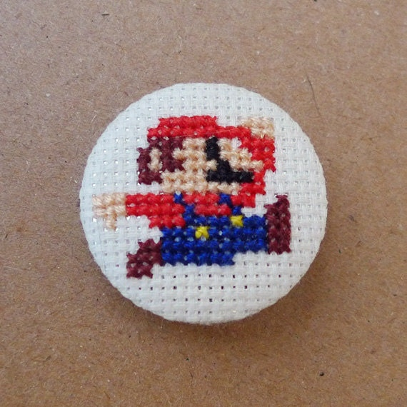 Mario Bros cross stitch 31mm pinback button - Embroidered geek brooch