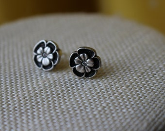 Small Meal Flower Stud Earrings