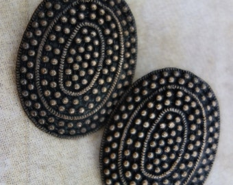 1980s Oval Spiral Dot Circle Clip On Earrings.