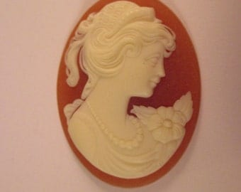 Oval Carved Celluloid Cameo 40mm x 30mm. Item:BC818397