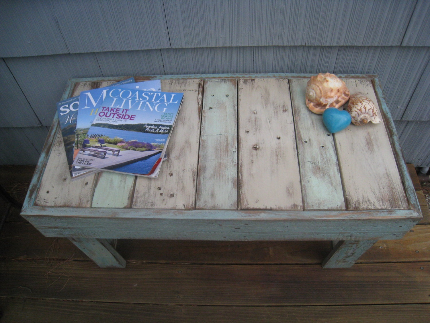 Shabby chic pallet bench beach coffee table rustic table for Pallet shabby chic