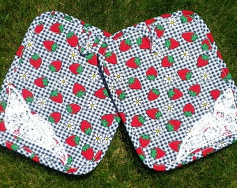 Strawberries:  Quilted, Heat-Resistant Potholder/Mini-Placemat Set