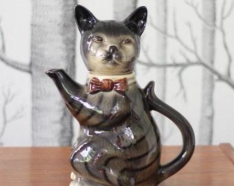 Tabby cat teapot