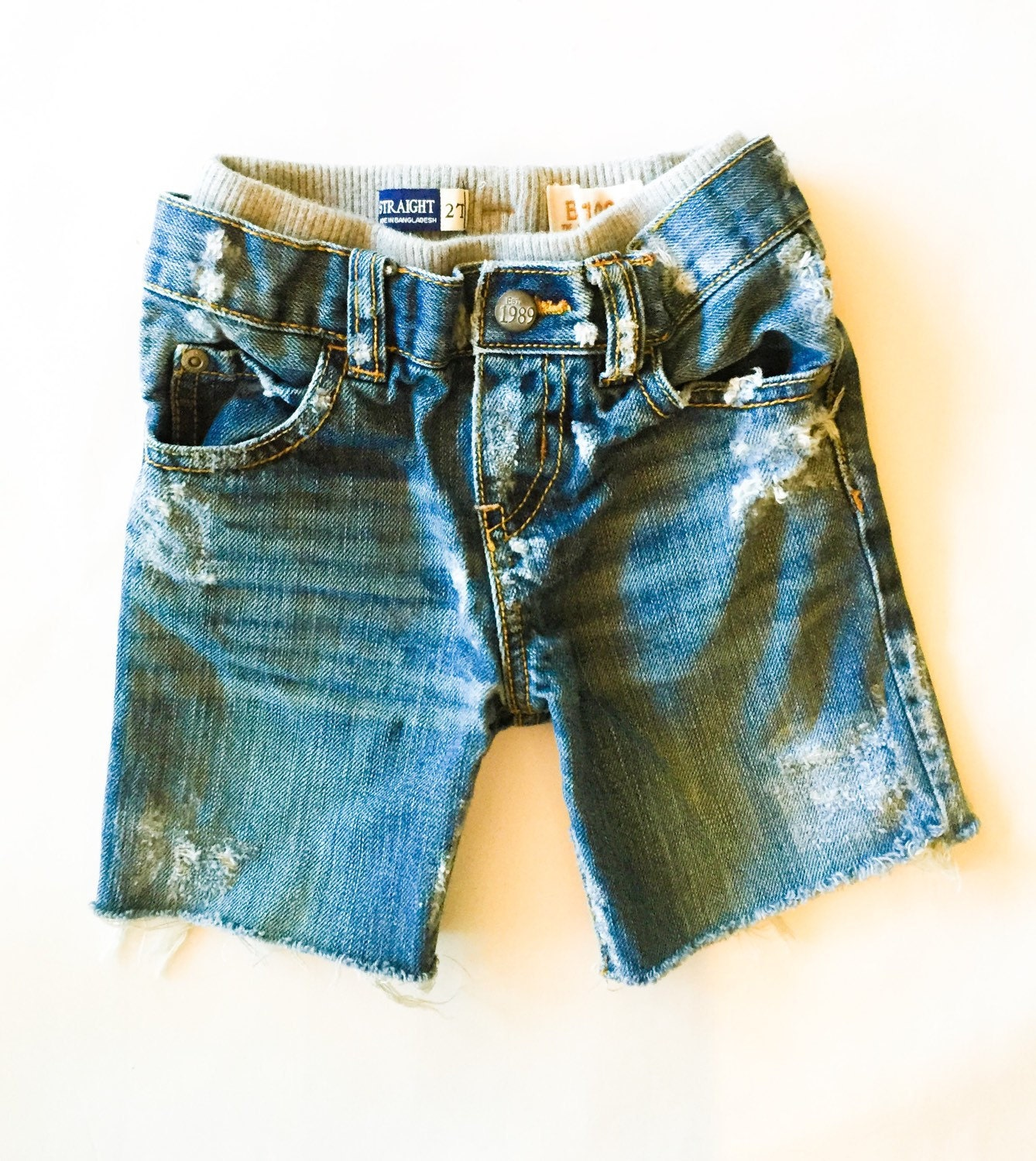 Find a variety of styles of boys' shorts from Wrangler. Whether you're looking for jean shorts or cargo shorts, you'll be sure to find what he needs.