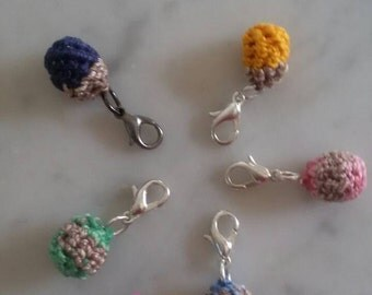 """Charm """"pallino"""" crocheted various colors"""