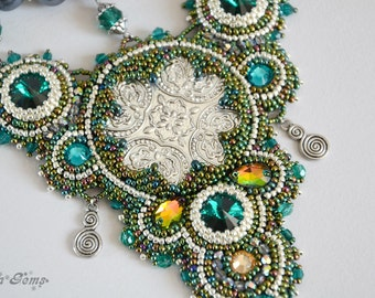 Bead embroidery necklace, Bead necklace, Bead jewelry, Handmade jewelry, Gift, Emerald, Unique jewelry - The emerald chic