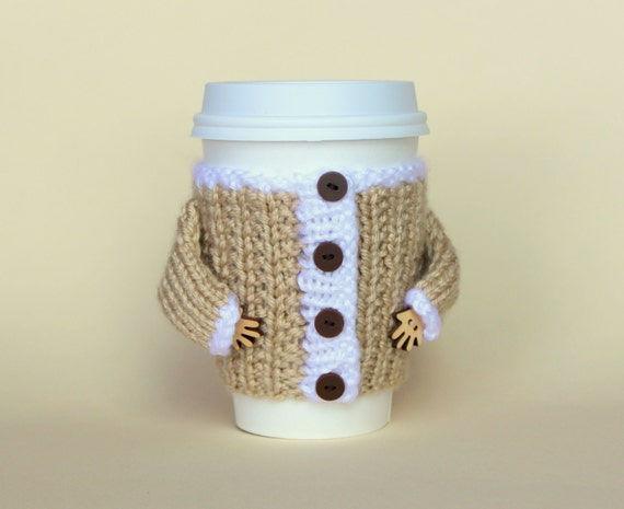 Knit coffee cozy. Travel mug cozy. Starbucks cup sleeve. Mug hug jacket. Hand knit cup sleeve Beige white. Eco-friendly. Christmas jacket.